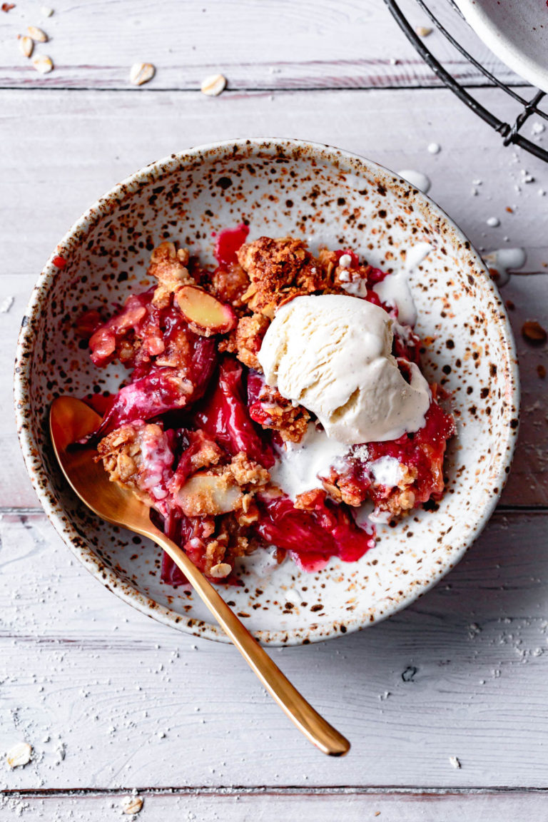 GLUTEN-FREE RHUBARB AND APPLE CRUMBLE PIE